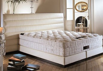 Yatsan CASALETTO Contemporary Classic Upholstered Bed