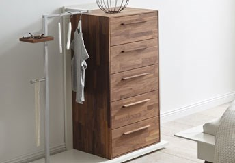 Atrium - Dresser with integrated Dressboy in Solid wood